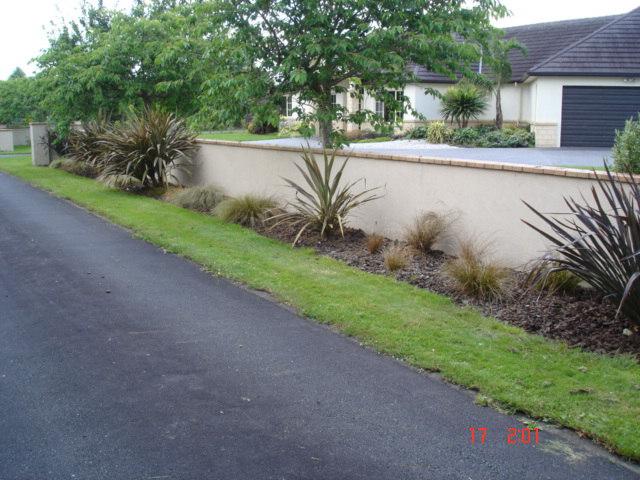Restoring order to a large garden great garden workz for Garden maintenance work